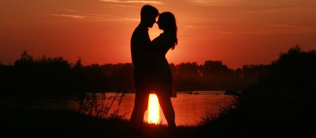 couple-coucher-soleil